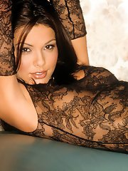 Playmate Exclusives April 2003 - Carmella DeCesare�